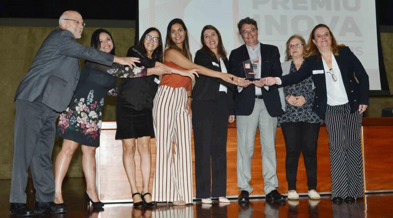 Presidente da Utramig, Vera Victer, e equipe da DEP recebem o prêmio Crédito: Carlos Alberto / Imprensa - MG Local: Auditório JK     Data: 21-11-2018 Assunto: 3º Prêmio Inova Minas Gerais - Entrega dos ganhadores premiados