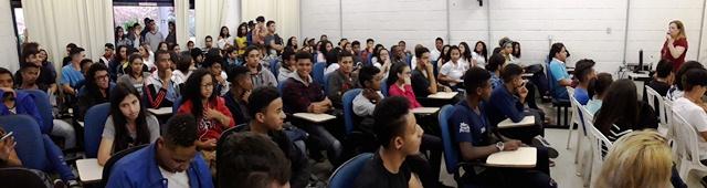 Na primeira semana de agosto, a diretora Silvana Nascimento recebeu os novos alunos da Utramig